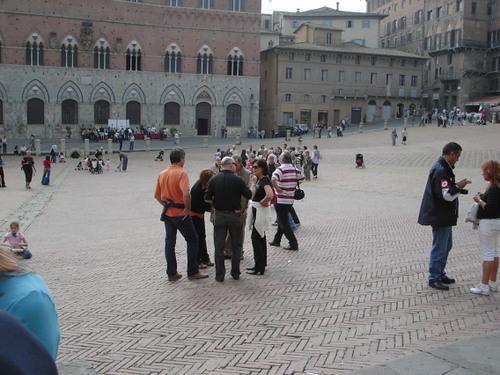午前中は続々観光客が到着!