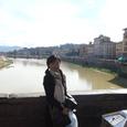 橋の上からのアルノ川